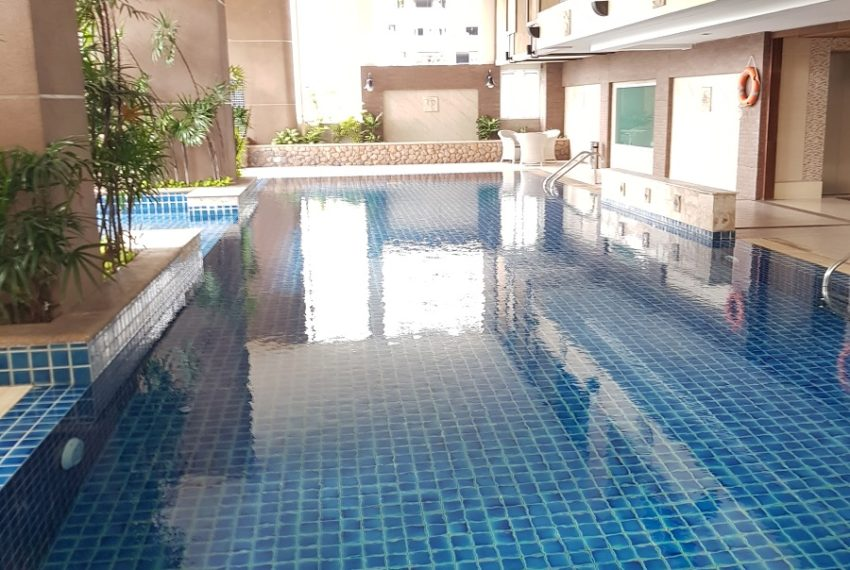 Sukhumvit City Resort swimmping pool 03