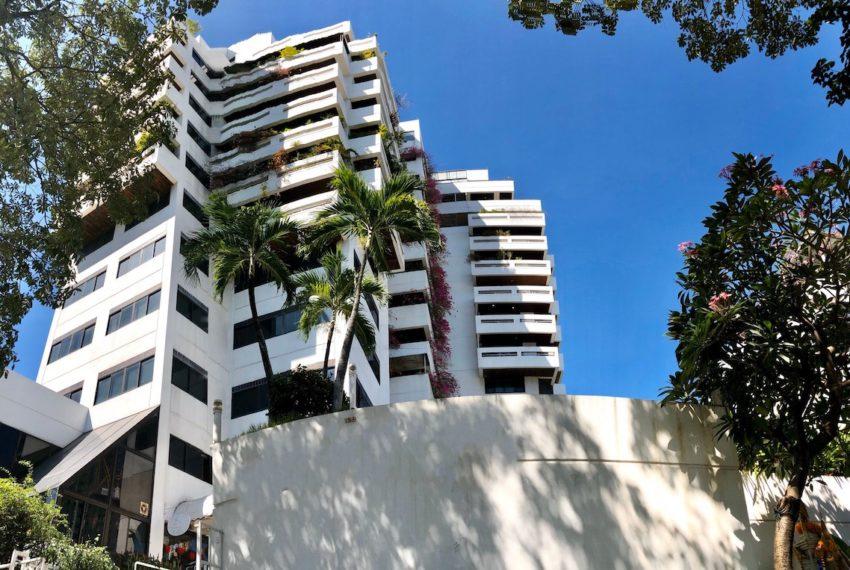Sukhumvit House Condominium near Asoke BTS - building