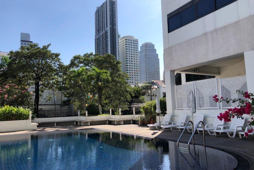 Sukhumvit House Condominium near Asoke BTS - pool