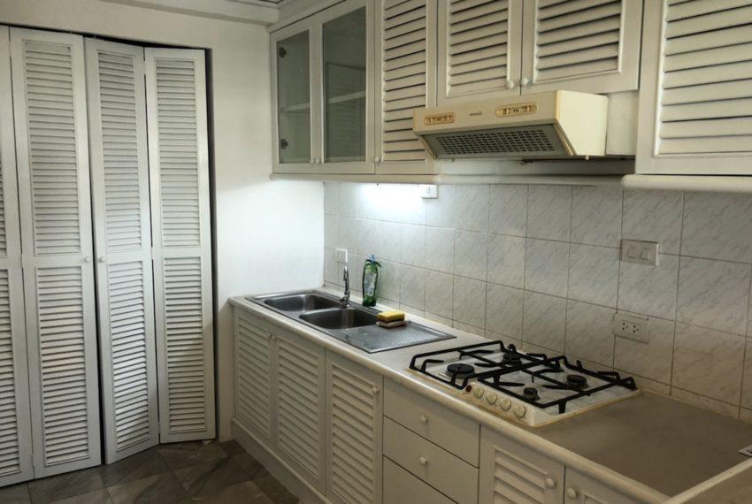 Sukhumvit House condo near Asoke BTS - Rent 2 bedroom - kitchen
