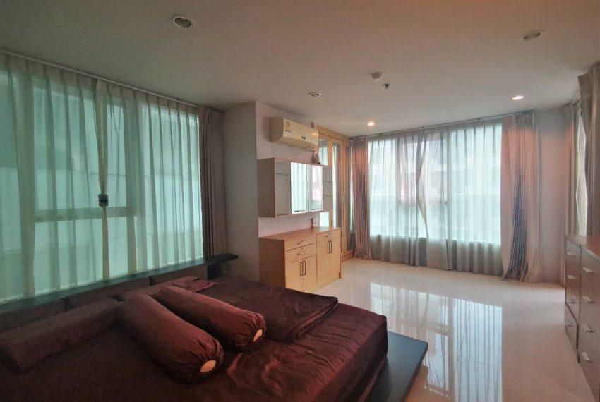 Sukhumvit Living Town - 2 beds 2 baths - For Sale_Master bedroom 1