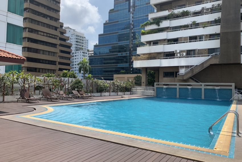 Sukhumvit Living Town - swimming pool