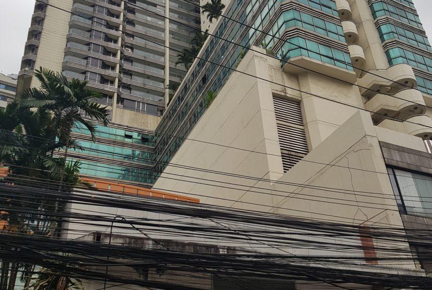 Sukhumvit Suite Condominium in Nana Asoke