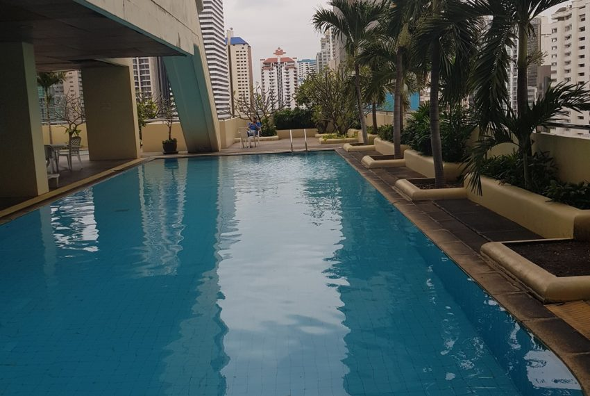 Sukhumvit Suite Condominium - pool area