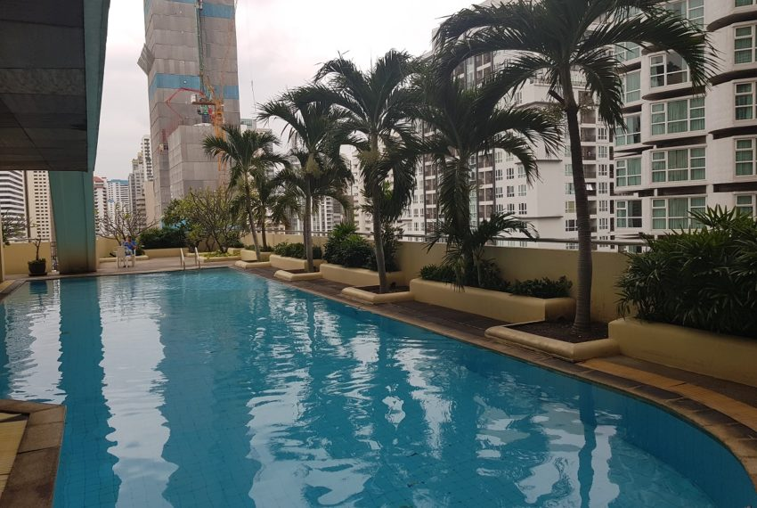 Sukhumvit Suite Condominium - swimming
