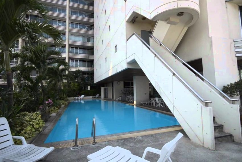 Sukhumvit Suite Condominium - swimming pool