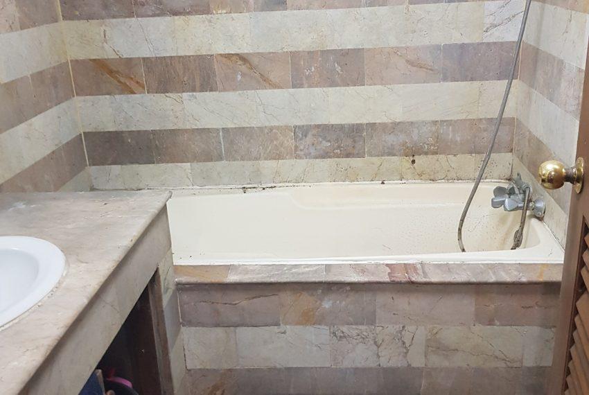 Sukhumvit Suite - apartment for sale - bathtub