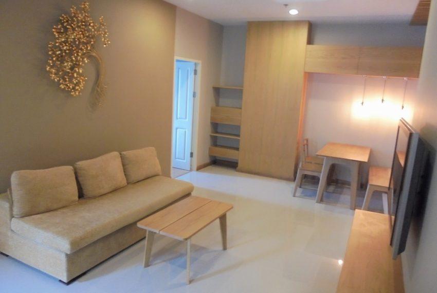 Supalai-Park-Ekkamai-Thonglor-living-room-11