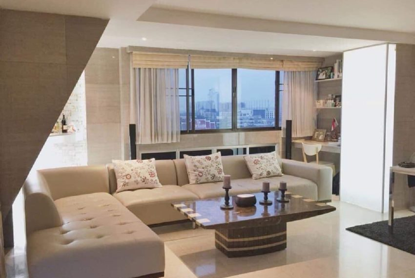 Supalai Place Sukhumvit 39-2 bed 2 bath-living room