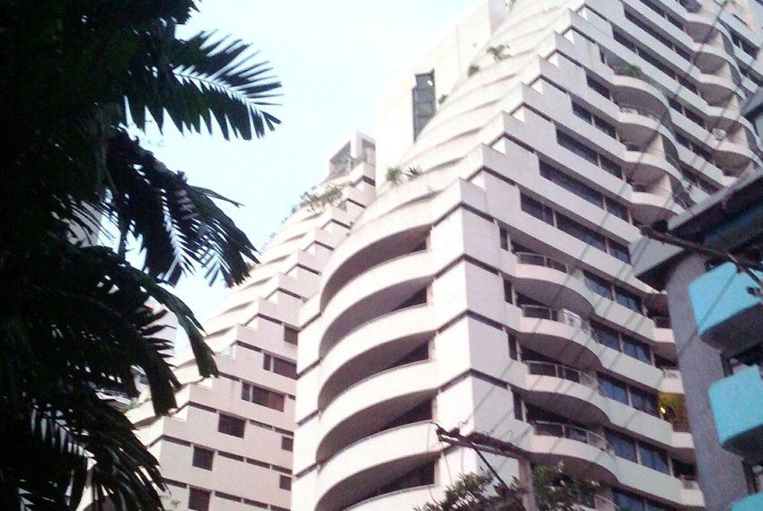 Supalai Place Sukhumvit 39 - building