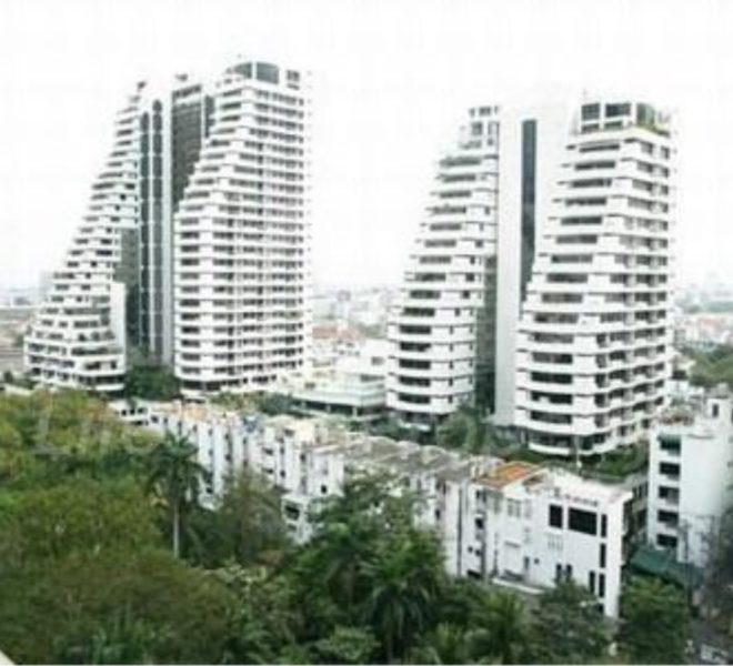 Supalai Place Sukhumvit 39 high-rise condominium in Phrom Phong