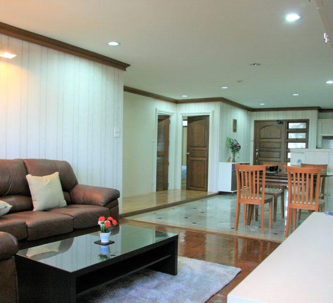 Supalai Place Sukhumvit 39 - living