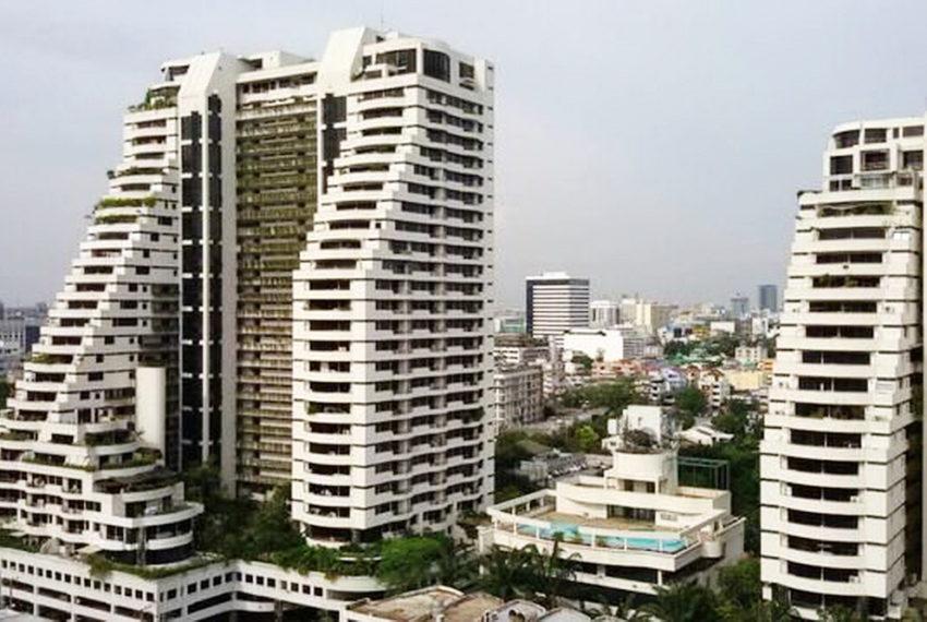 Supalai Place Sukhumvit39 Condo in Phrom Phong - 2 towers