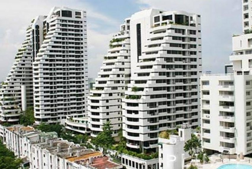 Supalai Place Sukhumvit39 Condo in Phrom Phong - drone view