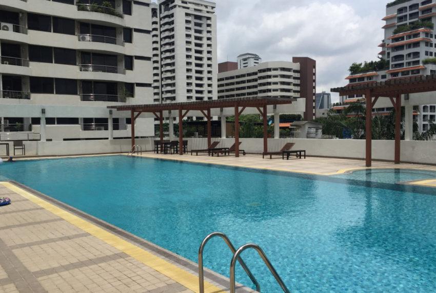 Supalai Place Sukhumvit39 Condo in Phrom Phong - swimming pool