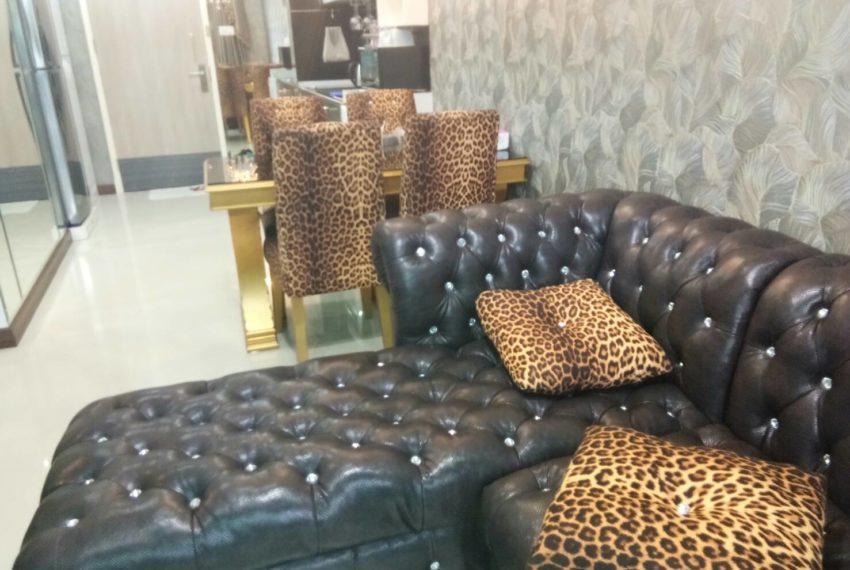 Supalai-Premier-Asoke-1b1b-living room