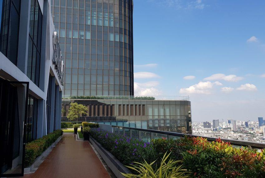 Supalai-Premier-Asoke-Bangkok-condo-rooftop
