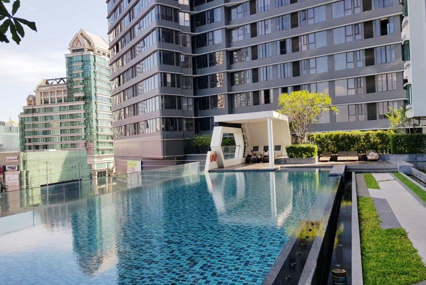 Supalai-Premier-Asoke-Bangkok-condo-swimming-pool