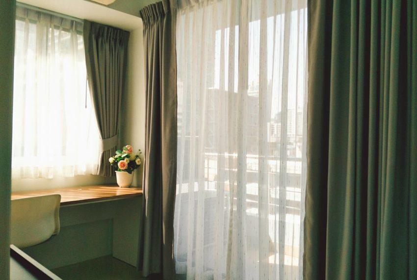 Supalai-Premier-Place-Asoke-2-bedrom-Sale-balcony