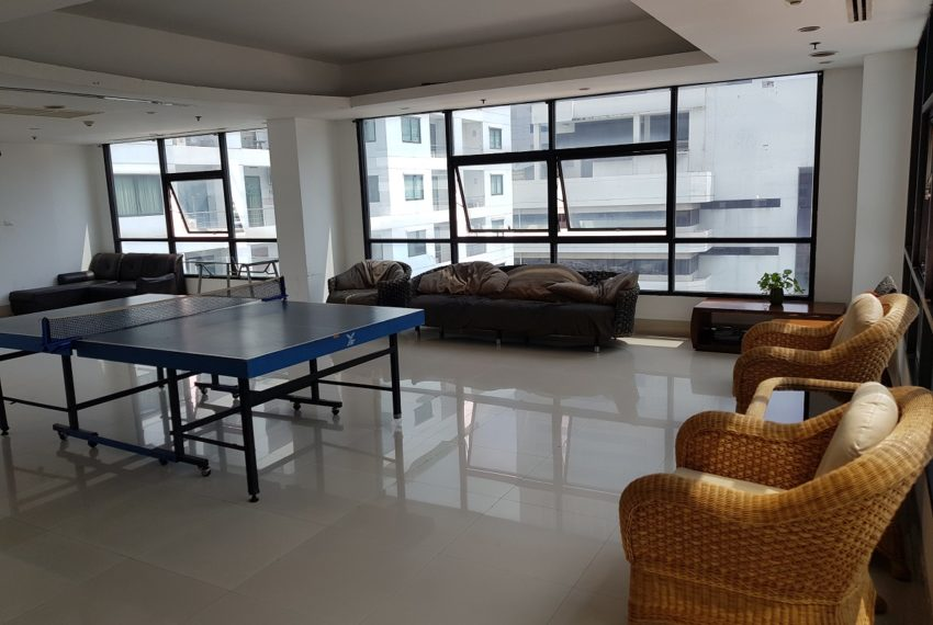 Supalai Premier Place Asoke - public area with pool
