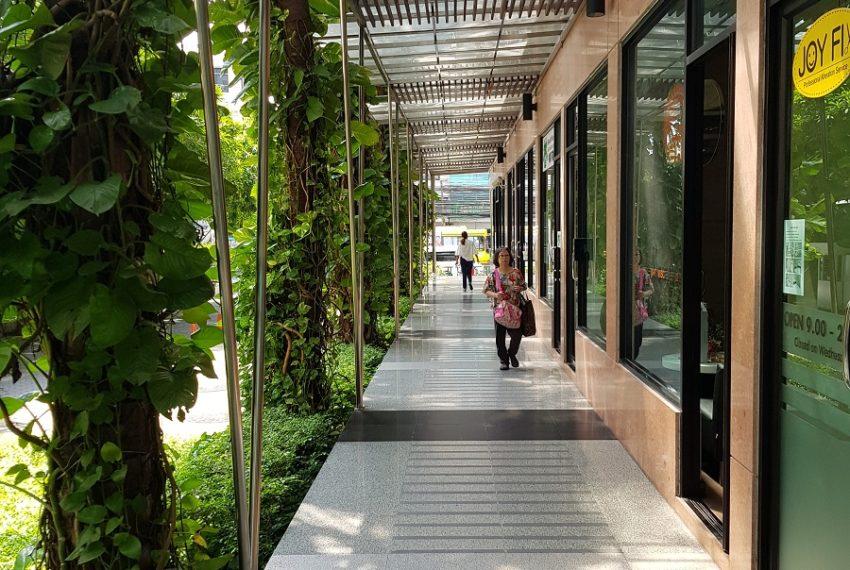 Supalai Premier Place Asoke - retail area