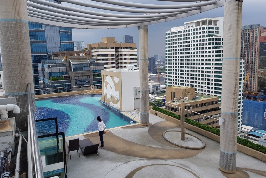 Supalai Premier Place Asoke - roof top swimming pool