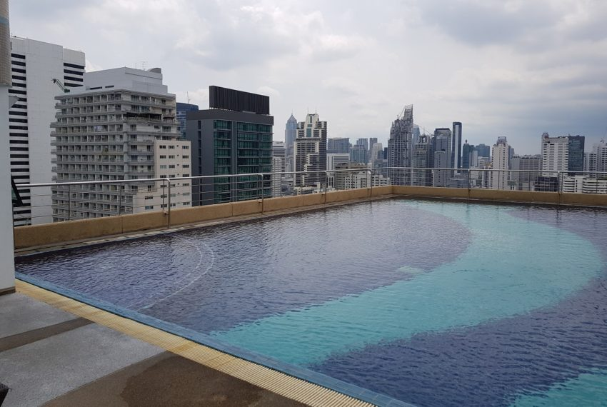 Supalai Premier Place Asoke - swimming pool with city view