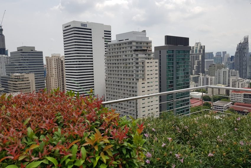Supalai Premier Place Asoke - view on Asoke from roof