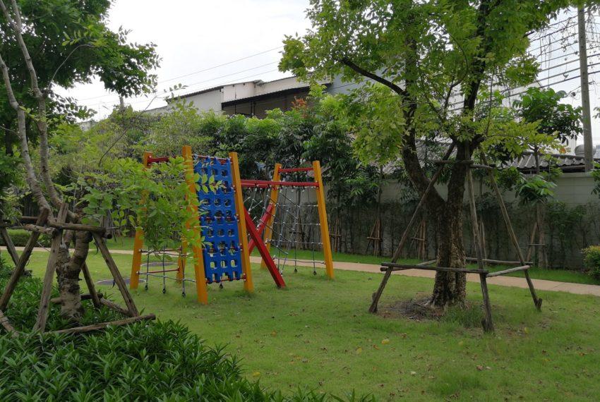 Supalai_1b1b_playground