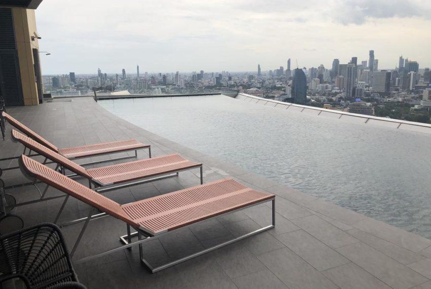 T2he-Lumpini-24-Condominium-swimming pool