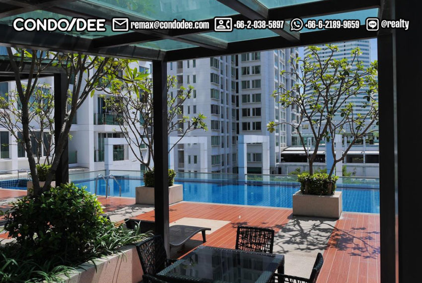 TC Green Condominium - swimming
