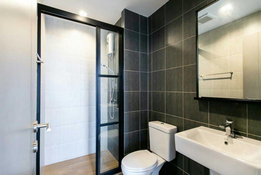 THE BASE Garden Rama9-Rent-bathroom1