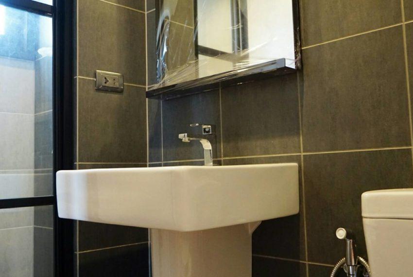 THE BASE Garden Rama9-Rent-bathroom2