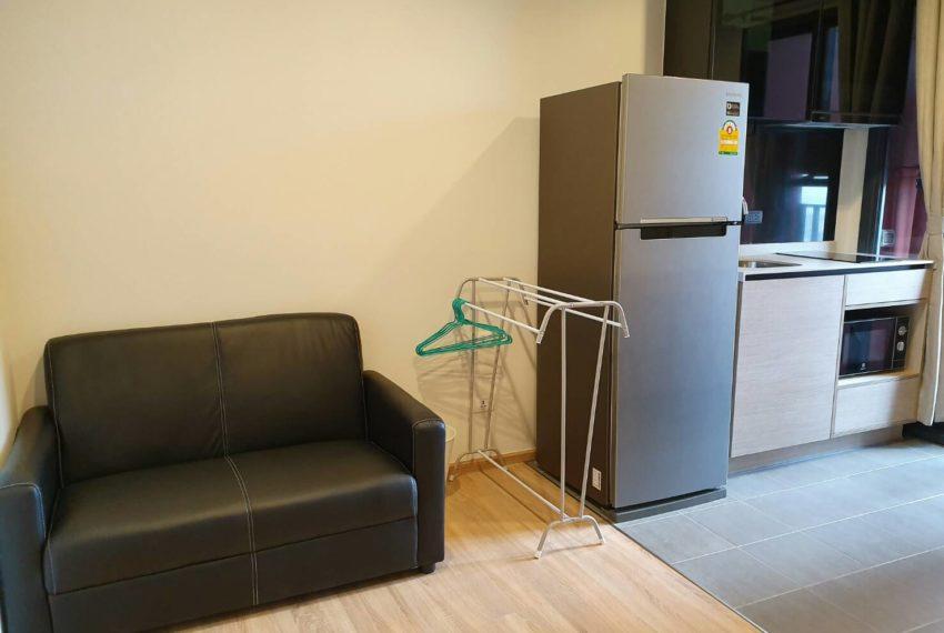 THE BASE Garden Rama9-Rent-living room1