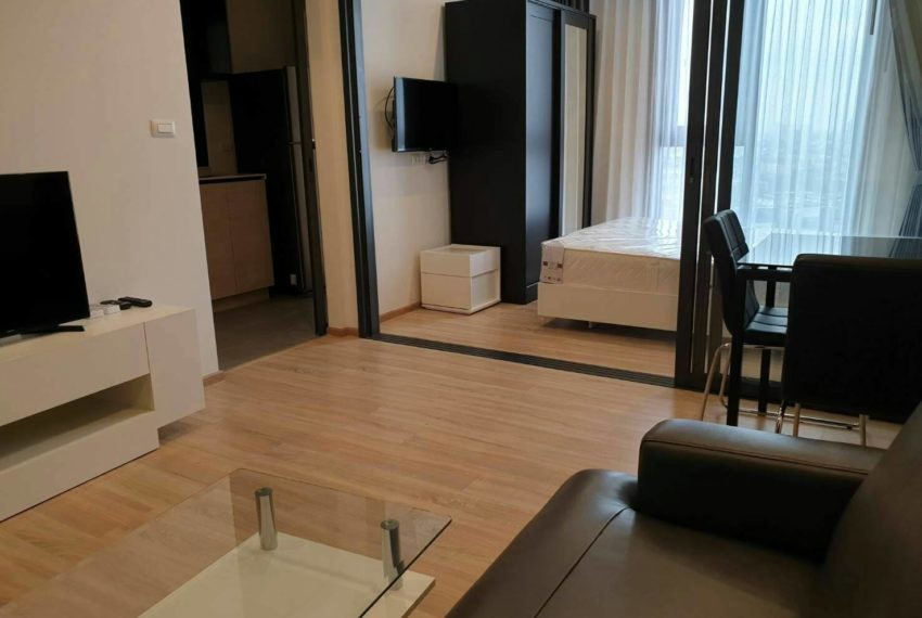 THE BASE Garden Rama9-Rent-livingroom