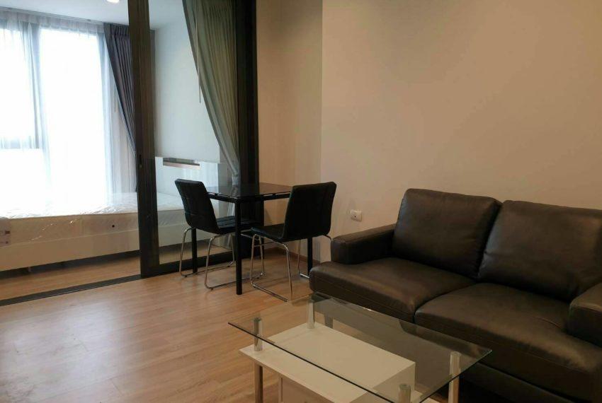 THE BASE Garden Rama9-Rent-livingroom1