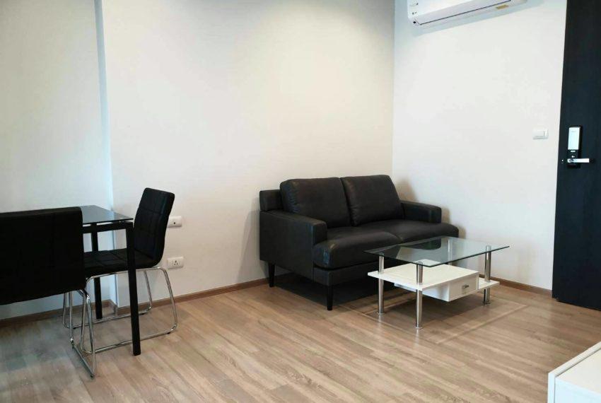 THE BASE Garden Rama9-Rent-livingroom2