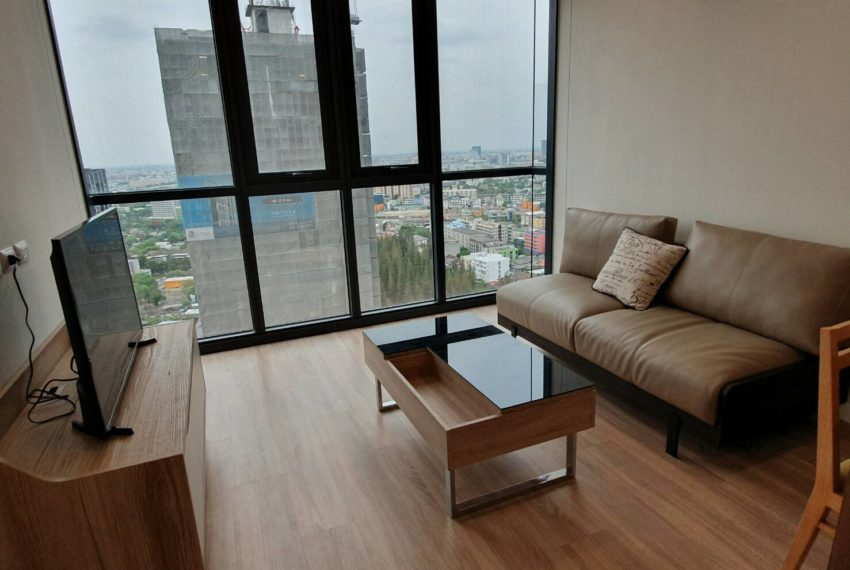 Cheap 2 Bedroom Rent Near Airport Link in The BASE Garden Rama 9 - Very High Floor