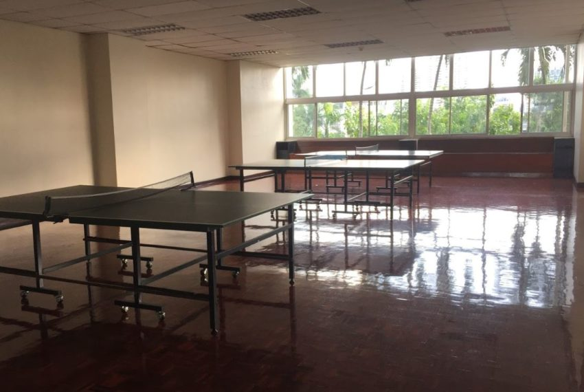 Tai Ping Towers condo in Ekkamai - tennis tables