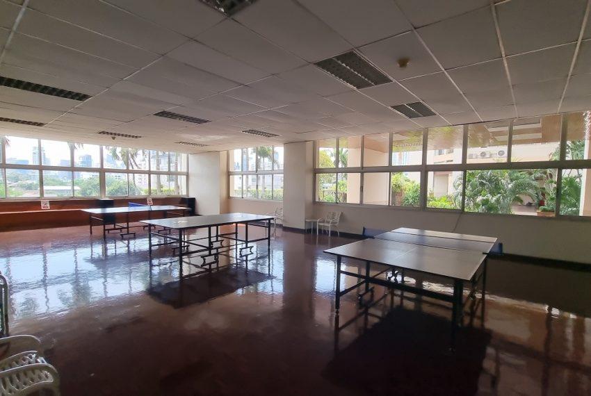 Tai Ping Towers - tennis table