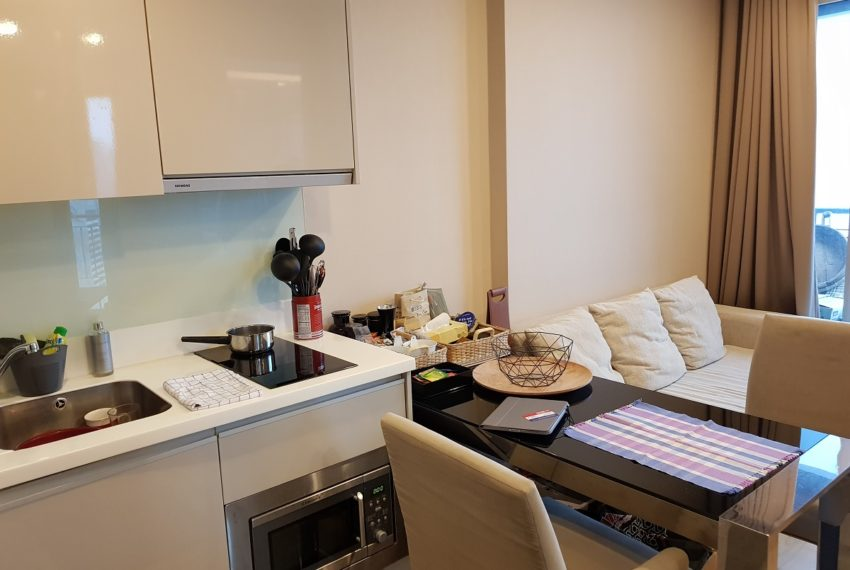The Address Asoke 1 bedroom high floor for sale - microwave