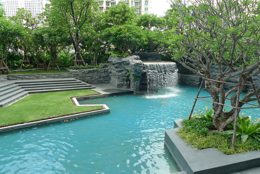 The-Address-Asoke-Bangkok-condo-garden