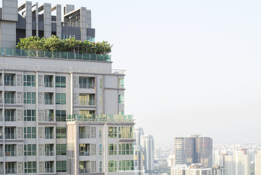 The-Address-Asoke-condominium-roof-garden