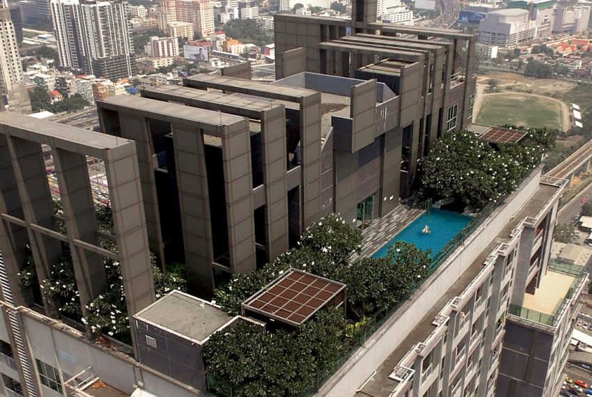 The-Address-Asoke-condominium-roof-garden-pool