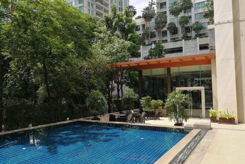 The Address Chidlom - pool area