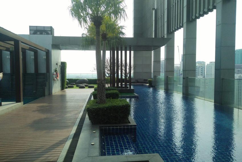 The Address Sukhumvit 28 - rooftop swimming pool