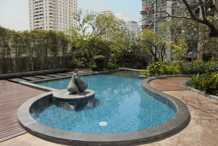 The Circle Petchaburi1-swimming pool