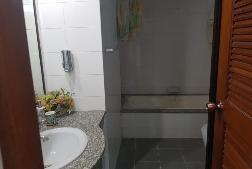 The Concord Sukhumvit 15 - 3-bedroom - sale - bathroom 1