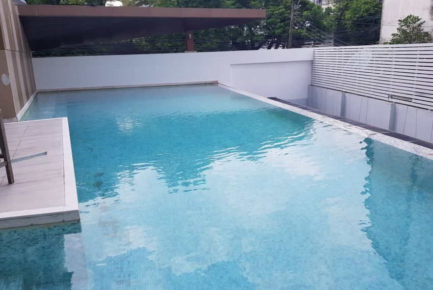 The Crest Sukhumvit 49 Condominium Thong Lo - swimming