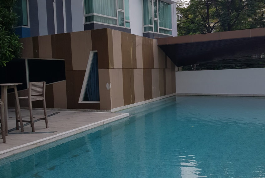 The Crest Sukhumvit 39 Condominium Thong Lo - swimming area